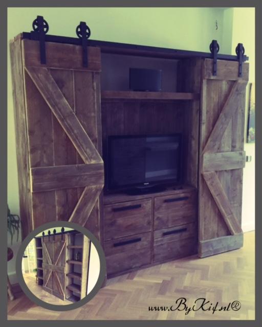 kast van steigerhout met loftdeuren