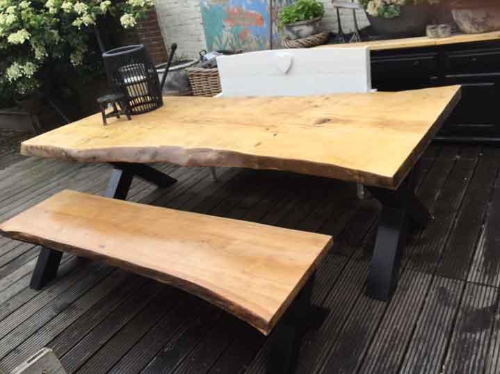 industriele tafel met boomstamblad