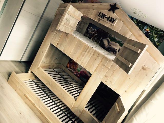 kinderbed huis van steigerhout